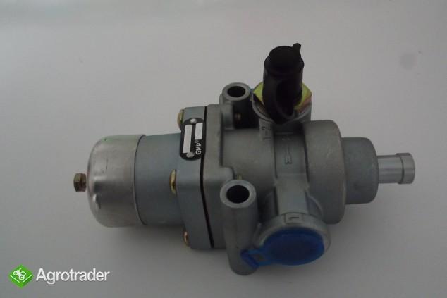 Regulator ciśnienia powietrza 6,9 bar URSUS C 385/ZETOR/AVIA    - zdjęcie 1