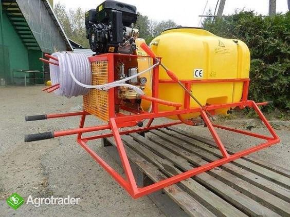 Przenośny opryskiwacz spalinowy, napęd z silnika o mocy 6.5 200L
